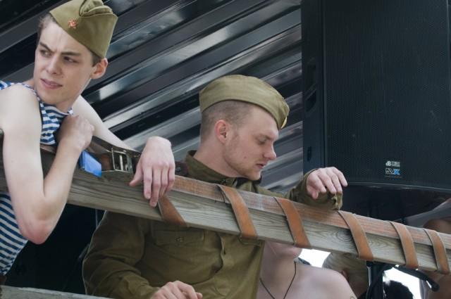 Soldater på väg ut i paraden
