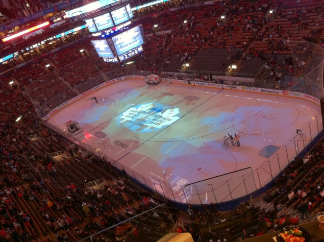 Paus under hockeymatch på Air Canada Centre i Toronto