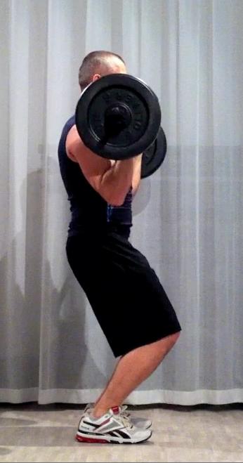 Bodypump-teknik, frivändning: armbågarna är under stången som är tillbaka strax över axelhöjd
