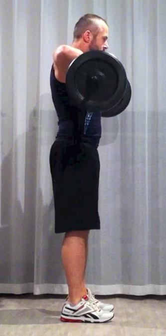 Bodypump-teknik, frivändning: armbågarna fäller ut, samtidigt som jag sträckt på benen, stången hänger nu i höjd med bröstet. Samma position som bild 4 ovan.
