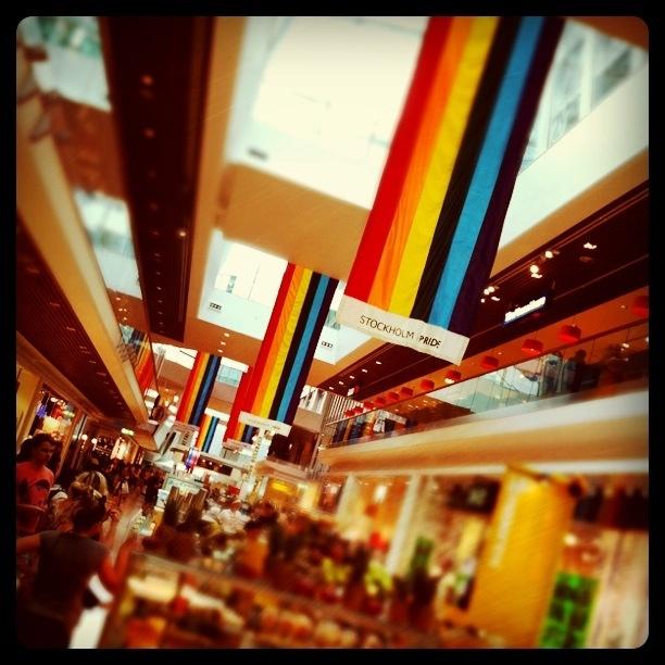 Prideflaggor i Gallerian